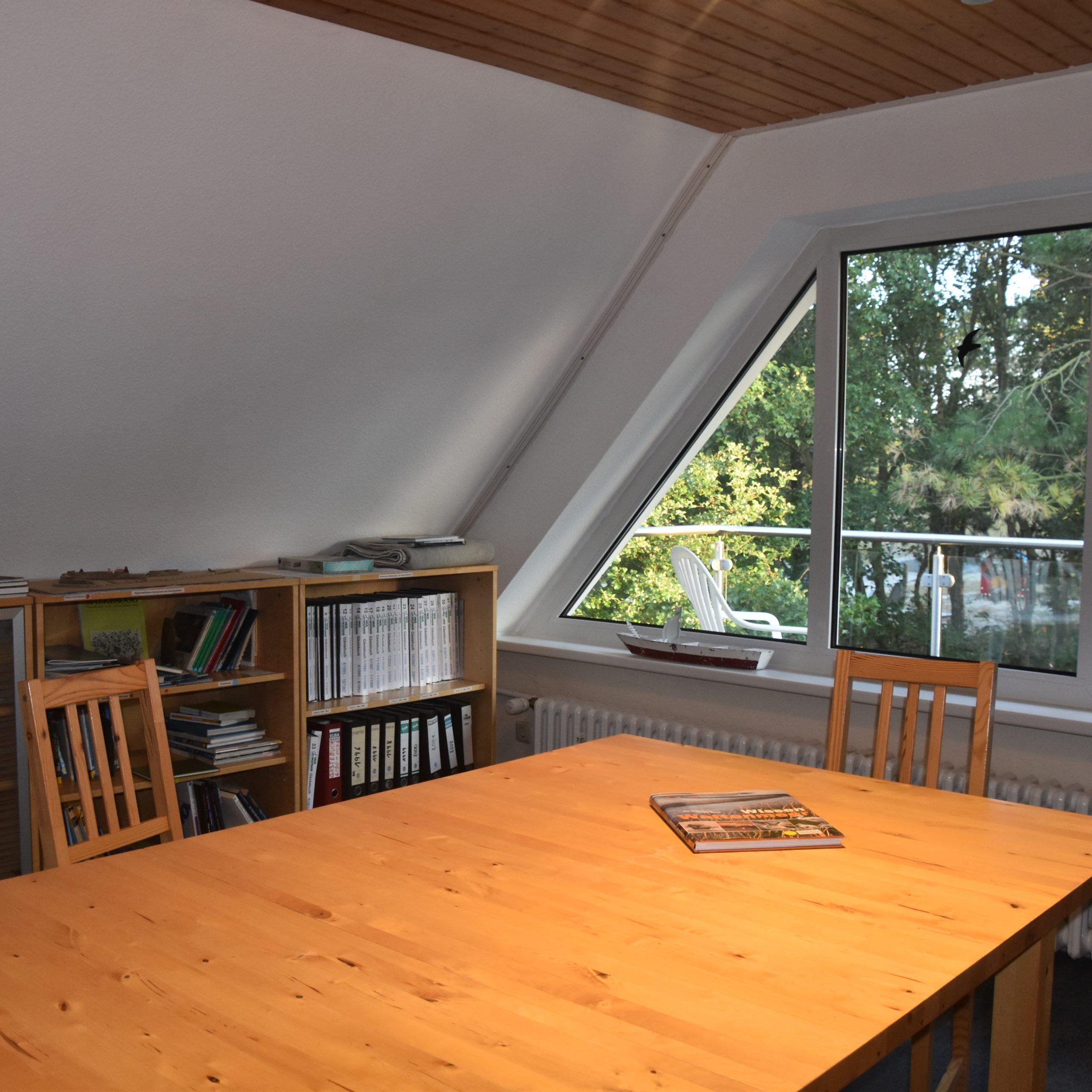 Spiekeroogzimmer mit Literatur über die Insel und das Dorf